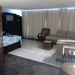 Photo de International Hotel & Suites
