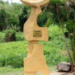 """""""L'Envol"""" d'Hector Charpentier, sculpture signalétique à l'entrée du Centre Paul Gauguin"""