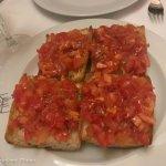 Pan de coca con tomate
