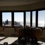 Es en el 6 to piso , el comedor con vista al mar, un lugar hermoso.