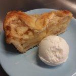 Apple pie with gelato