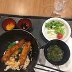 無料の夕食、秋刀魚の蒲焼丼