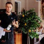 Вежливые официанты помогут в выборе не только блюд, но и вин