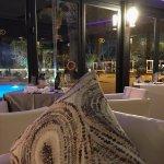 Blick auf Pool und So Lounge: wer nach dem Essen tanzen will, hat dort die Möglichkeit.
