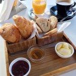 Ein klassisches französisches Frühstück für 27 Dhs.