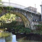Con un puente romano