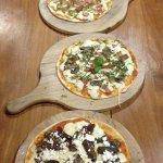 Pizzas Estilo Gourmet, más de 10 variedades.