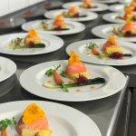 Dôme de saumon, crème du potager, légumes croquants et parfum d'abricot