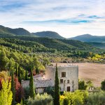 Vista del hotel y del valle del rio Tastavins