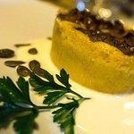 Tortino di zucca e porcini con vellutata al pecorino e semi di zucca..