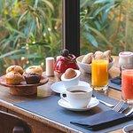 Petit-déjeuner buffet au Hameau des Baux