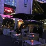 sfeerbeeld terras restaurant van den Berg tijdens glow