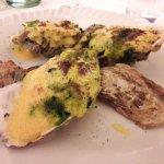 Gratinierte Austern mit Spinat und Sauce Hollandaise