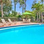 Days Inn by Wyndham Bradenton - Near the Gulf