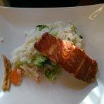 und auch der gegrillte Lachs auf Gemüse Reis war sehr gut