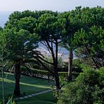 Suite Sete - view of the grounds and sea
