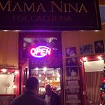 Mama Nina's resmi