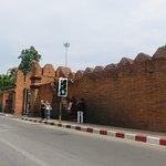 Photo de Tha Phae Gate