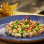 Tartar de Corvina mexicano, cremoso de aguacate, mayonesa de chipotle y cebolla encurtida