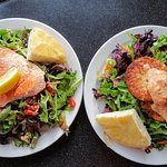 Salad with salmon and salad with crab cakes