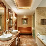 Photo of Hotel Express Inn