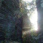 道の両側の岩