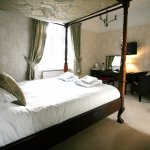 Room 6 Four Poster