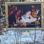les tableaux grandiose de la nativité le long de l'entrée du spectacle