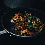Sizzling Jamaican spiced prawn pots - toum