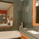 West Pointe Deluxe Bathroom