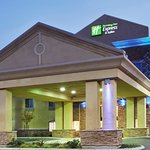 Photo de Holiday Inn Express Hotel & Suites Merced