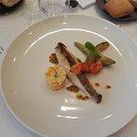 Filet de Saint Pierre rôti, croustillant de langoustine, avocats snackés, passion