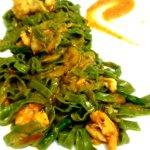 tagliatella de espinacas con gambas calabacin y asparragos