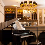 Live music for lunch, friday and saturday evenings