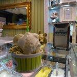 Yogurt and pistacchio gelato