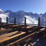 Gemütliche Hütte mit einem grandiosen Ausblick von der Sonnenterrasse auf den Alpenhauptkamm