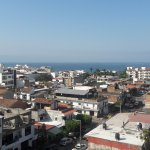Vista del centro de Puerto Vallarta desde una habitación del tercer piso del hotel Paloma del Ma
