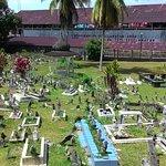 古晉清真寺前面的墓園