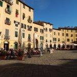 Photo de Piazza Anfiteatro