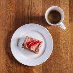 Hjemmebakte kaker og deilig kaffe!