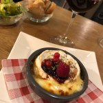 le camembert au four et fruits rouges-miel