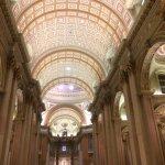 Interior Catedral Marie-Reine-du-Monde