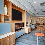 Photo de Holiday Inn Express & Suites Aurora - Naperville
