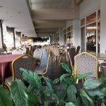 Photo de Hotel Santika Taman Mini Indonesia Indah-