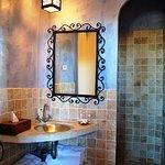 Salle de bains avec douche ç l'italienne