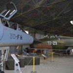 Hangar Nord: F1 et Super Mystère.