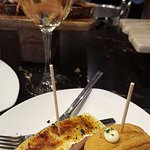 Pintxo de queso brie con tomate y croqueta de chipirones (genial)