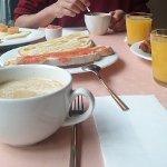 Excelente desayuno y servicio en la Casa del Abad. Un buffet muy variado y de calidad