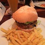 Buenisima la hamburguesa begana!! Y la Sitgetaner..... muy recomendable.