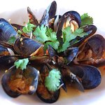 Fresh Baja Steamed Mussels with Thai spicy garlic chili sauce